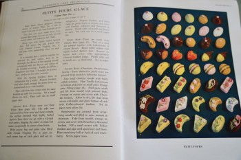 Image for LAMBETH METHOD OF CAKE DECORATION AND PRACTICAL PASTRIES